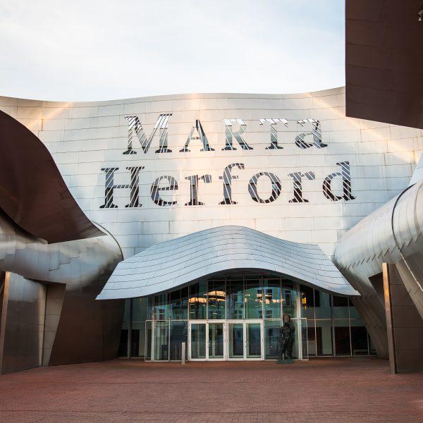 Glas und Beton Manifestationen des Unmöglichen | Herford