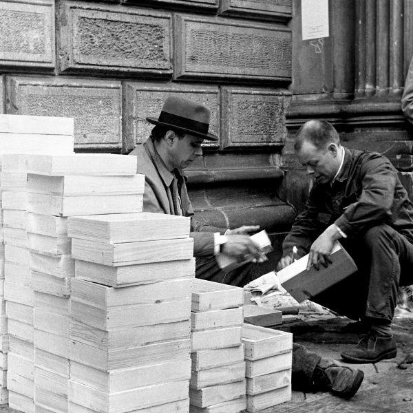 Leere Kisten als plastisches Thema bei Joseph Beuys | Bergisch Gladbach